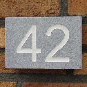 Blauwe steen huisnummers
